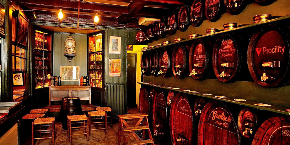 Best Pubs Amsterdam ~ De Drie Fleschjes / Photo: Facebook dedriefleschjes