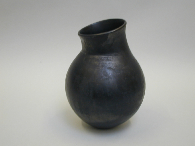 Burnished_Jar_by_Odundo,_Magdalene_(YORYM_2004_1_10).jpg