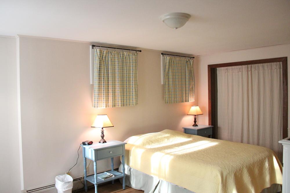 Lower level suite, queen bedroom pic 1