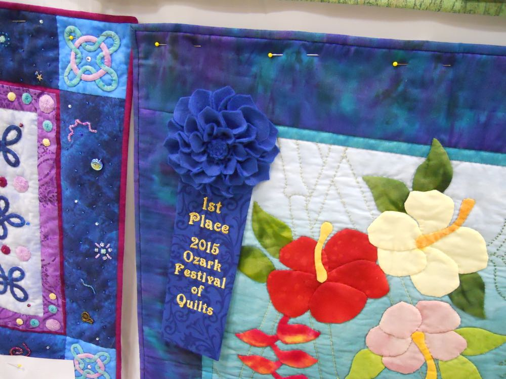 Hibiscus quilt first place ribbon