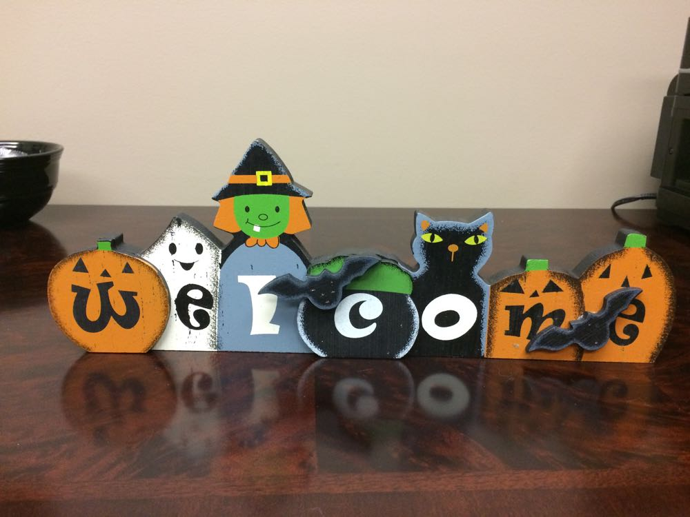 Here is the Halloween sign with all parts together. Cute, don't you think?