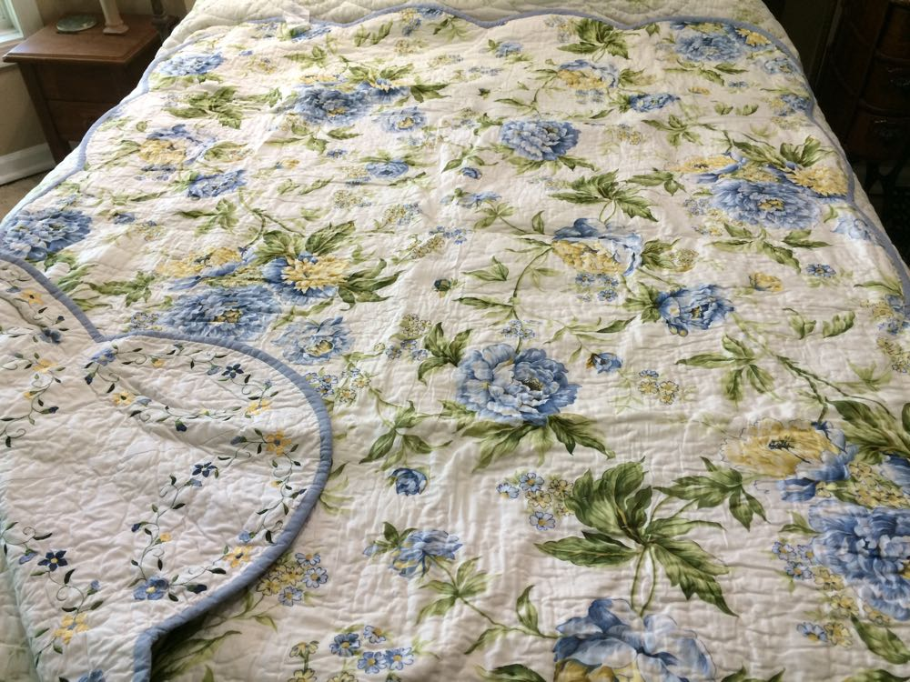 This lovely throw has a pretty complimentary floral backing.