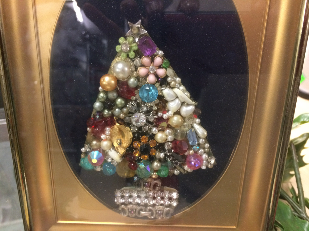 I snapped this picture of a little framed jewelry Christmas tree at one of our local thrift shops.