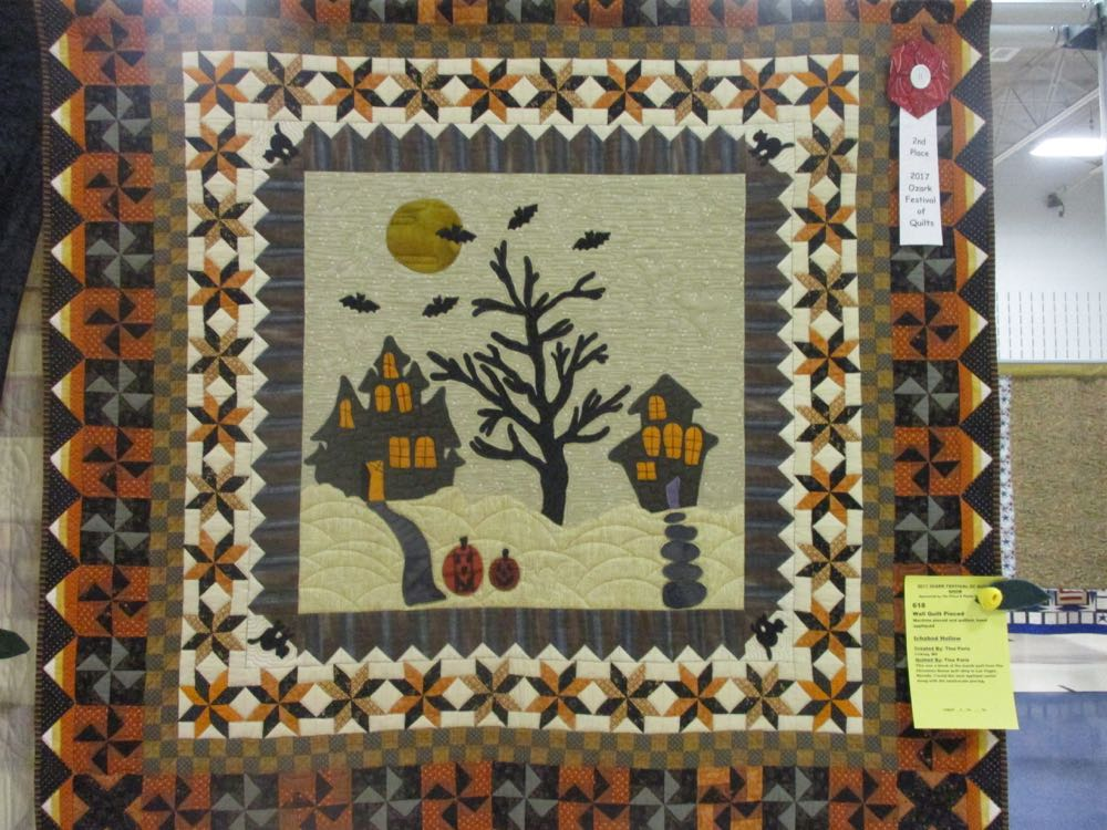 This Halloween scene in a handmade quilt all hangings has such a wonderfully detailed border.
