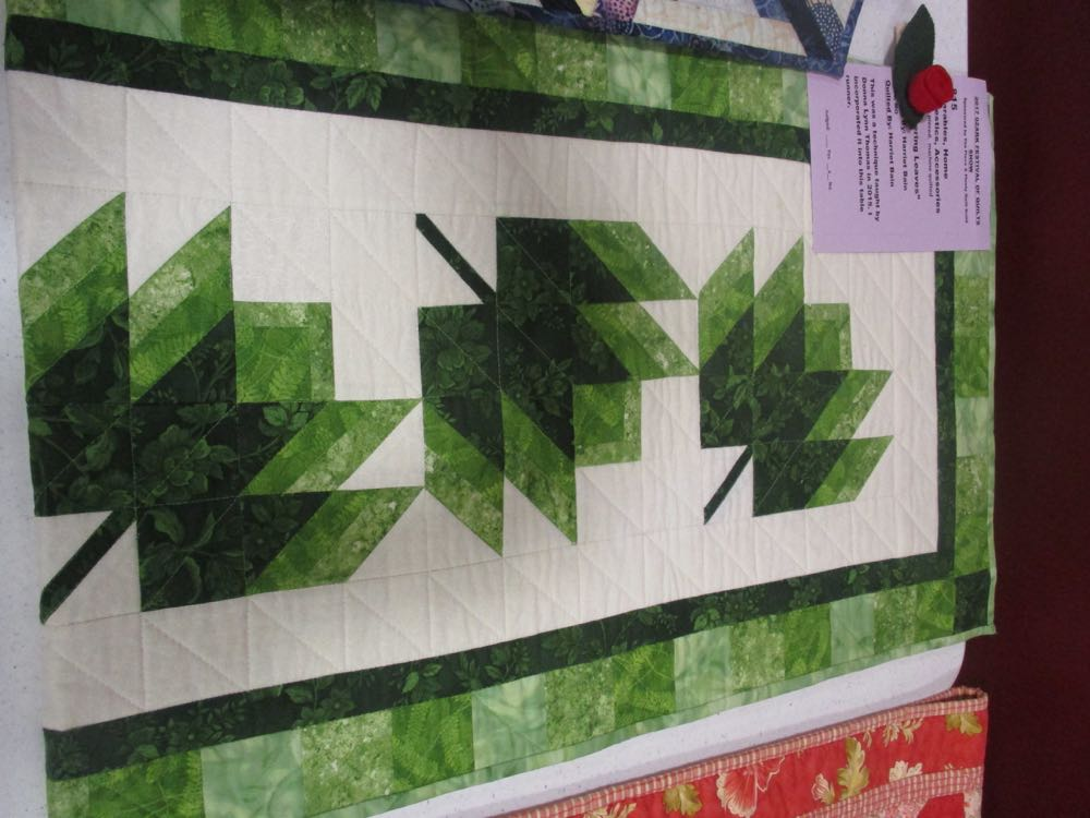 Love the way these patchwork leaves look like they are falling, don't you?