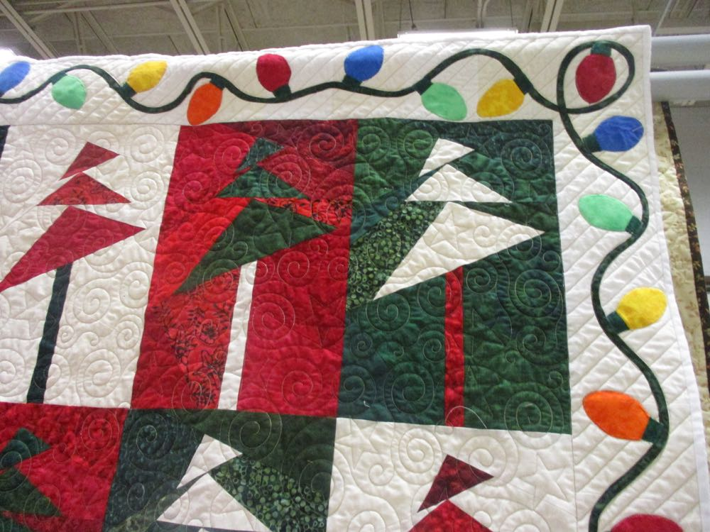 The machine quilting also adds beauty to this combination of trees and lights.