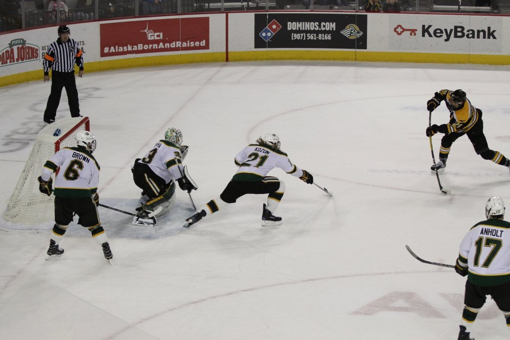 Referee Mike Elam's positioning during an MTU scoring chance (Photo Courtesty of Ryan Johnson).