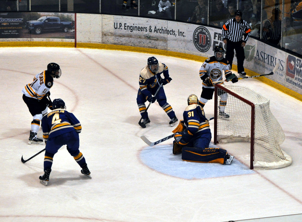Joel L'Esperance and Gavin Gould (Fr., F) buzzing around the LSSU net. The pair combined for 7 points and 11 shots on goal this weekend. Photo Credit: Bob Gilreath (November 12th, 2016).
