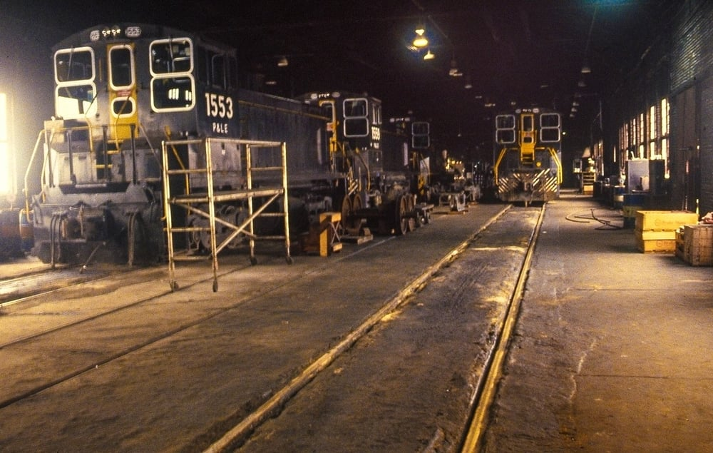 June 1983 Montour Junction - InsideTheEnginehouse (2).jpg