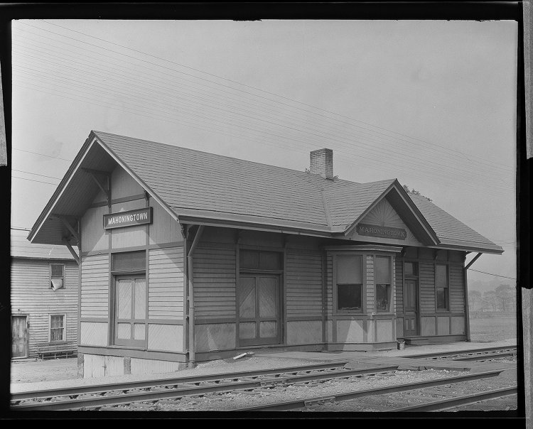 Original P&LE Mahoningtown Station - Located on the north side of Lacock St near Ashland Ave on the SW side of the tracks. Torn down March 1970. Problems: Wrong location. Wooden station. No common architectural features.