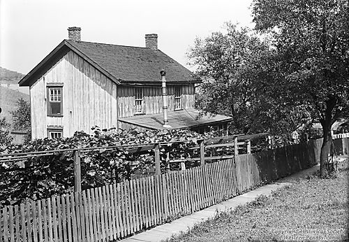 Smith's House in Middletown, September 14, 1907  (Note: If this is the Alvah and Mary Smith from the  1910 US Census  who are listed as Butter Merchants in town, then they resided at  1002 Dillion Ave , which today is  Vance .)