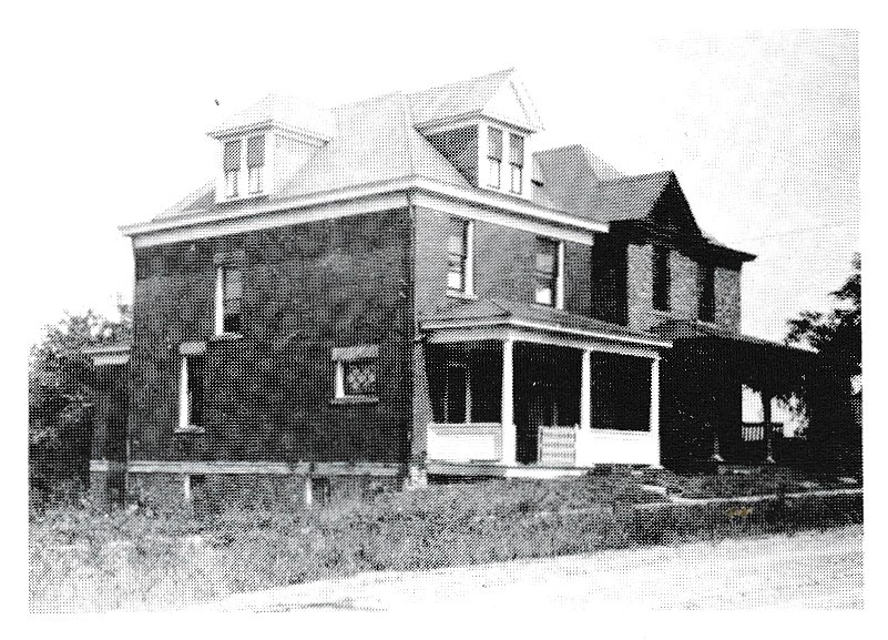 Moreland Home,  1215 Hiland Ave   (NOTE: The  1920 U.S. Census  indicates that Evan & Buella Moreland lived here. Evan works as a foreman in car shops.)