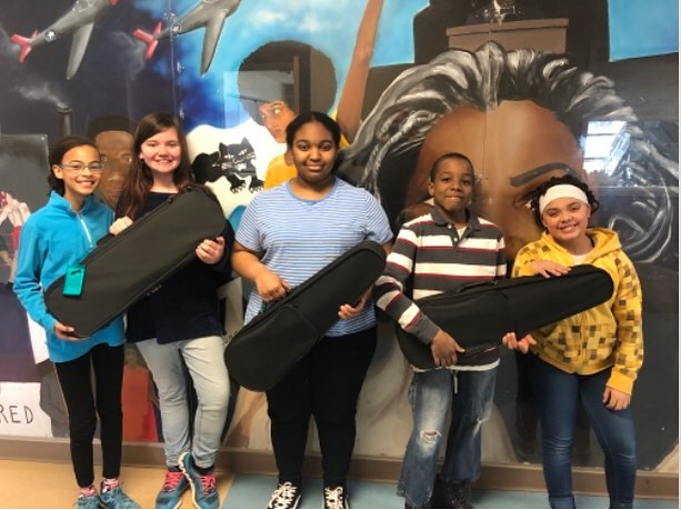 Here's a picture from our newest recipients, #rocmusic with their new violins and violas! Thank you to @krutz_strings and @elsistemausa for partnering with us on this project! #lovemusic #socialchange #socialchangemakers #playmusic #guitars4gifts