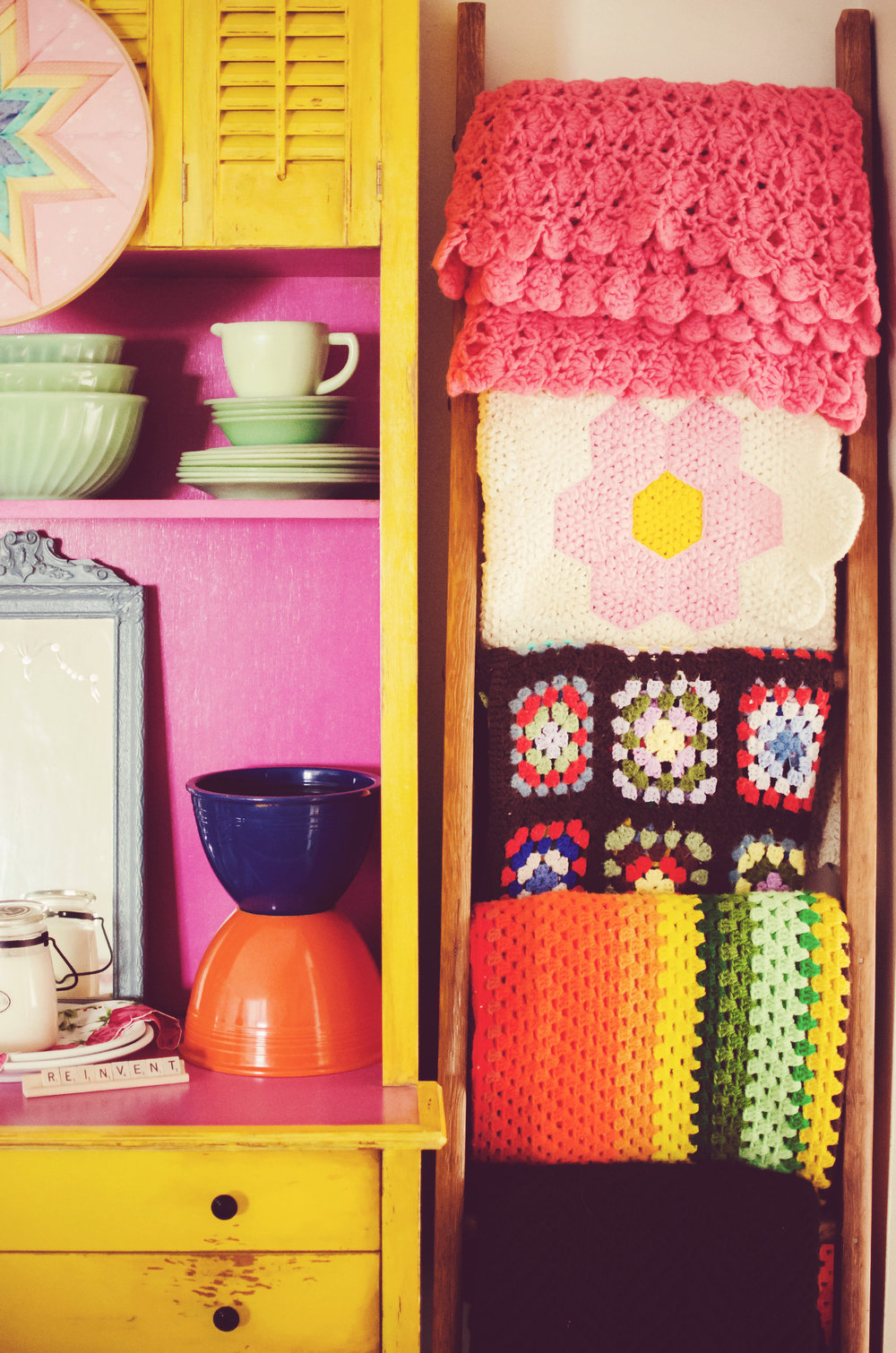 Bright vintage blankets hanging on a ladder. | hprallandco.com
