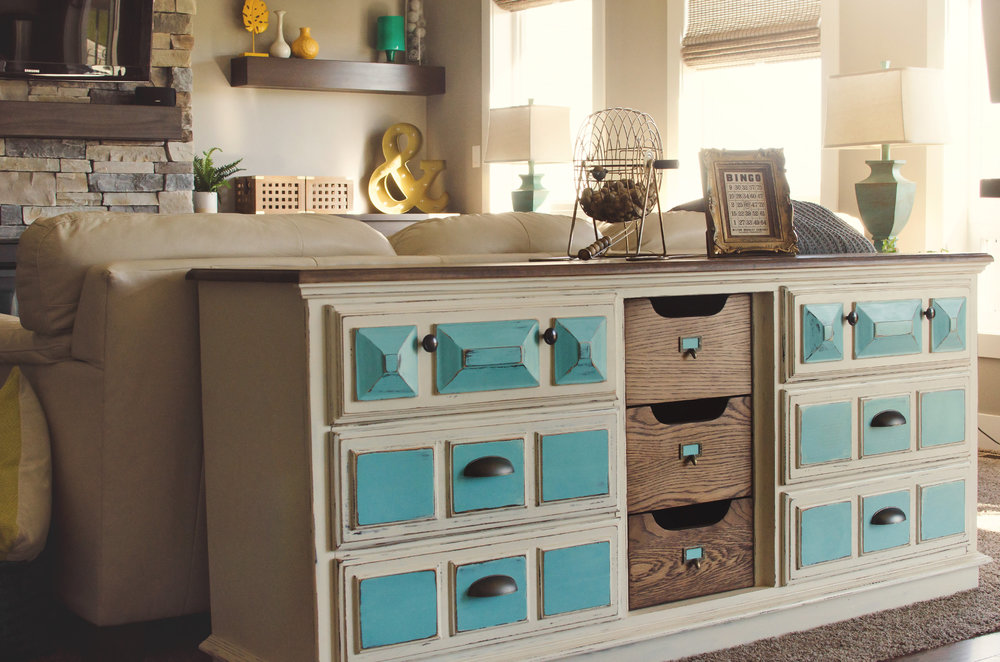 Sofa table with pops of turquoise. | hprallandco.com