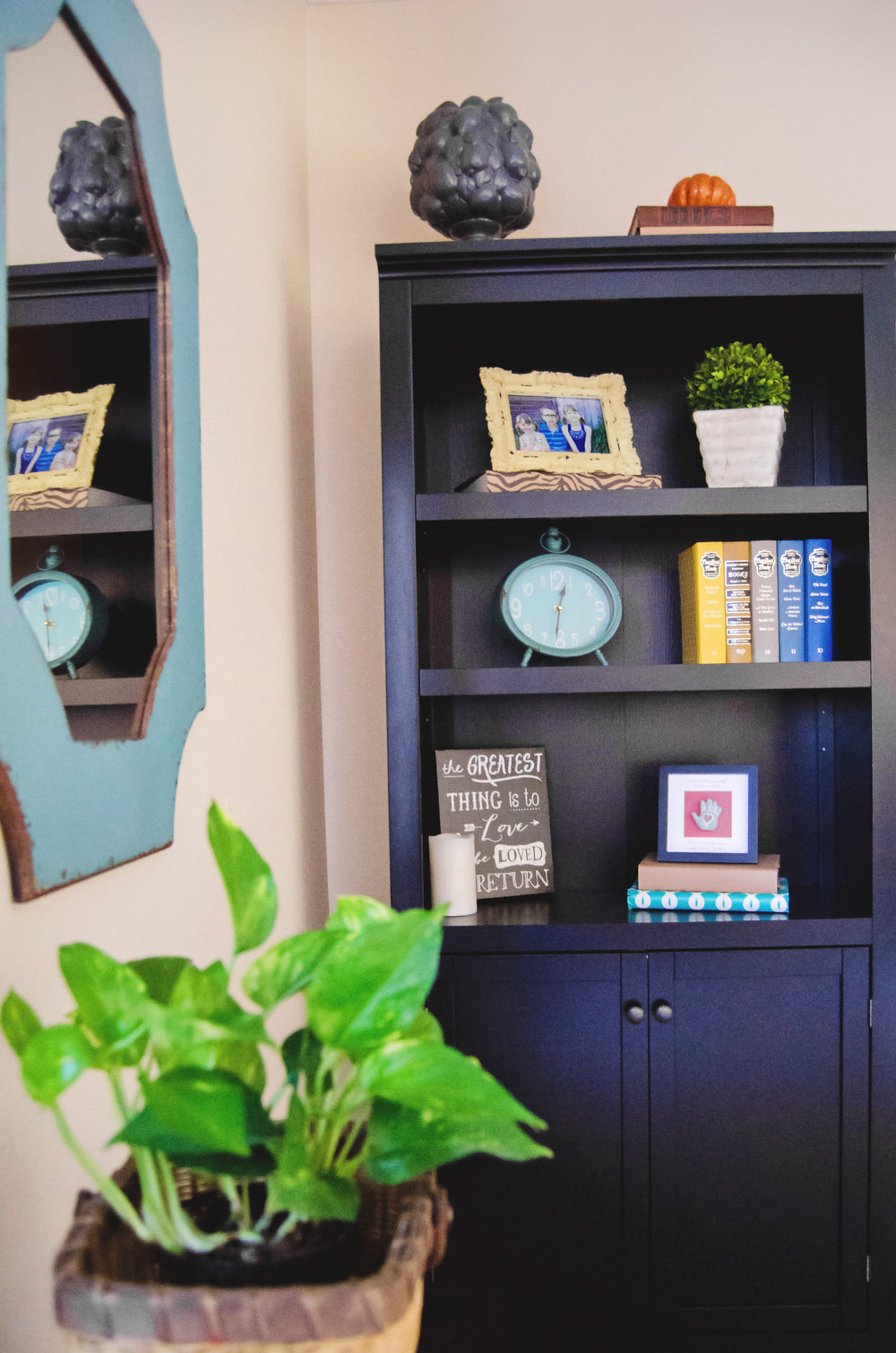 Shelf Styling Using Picture Frames and Books.