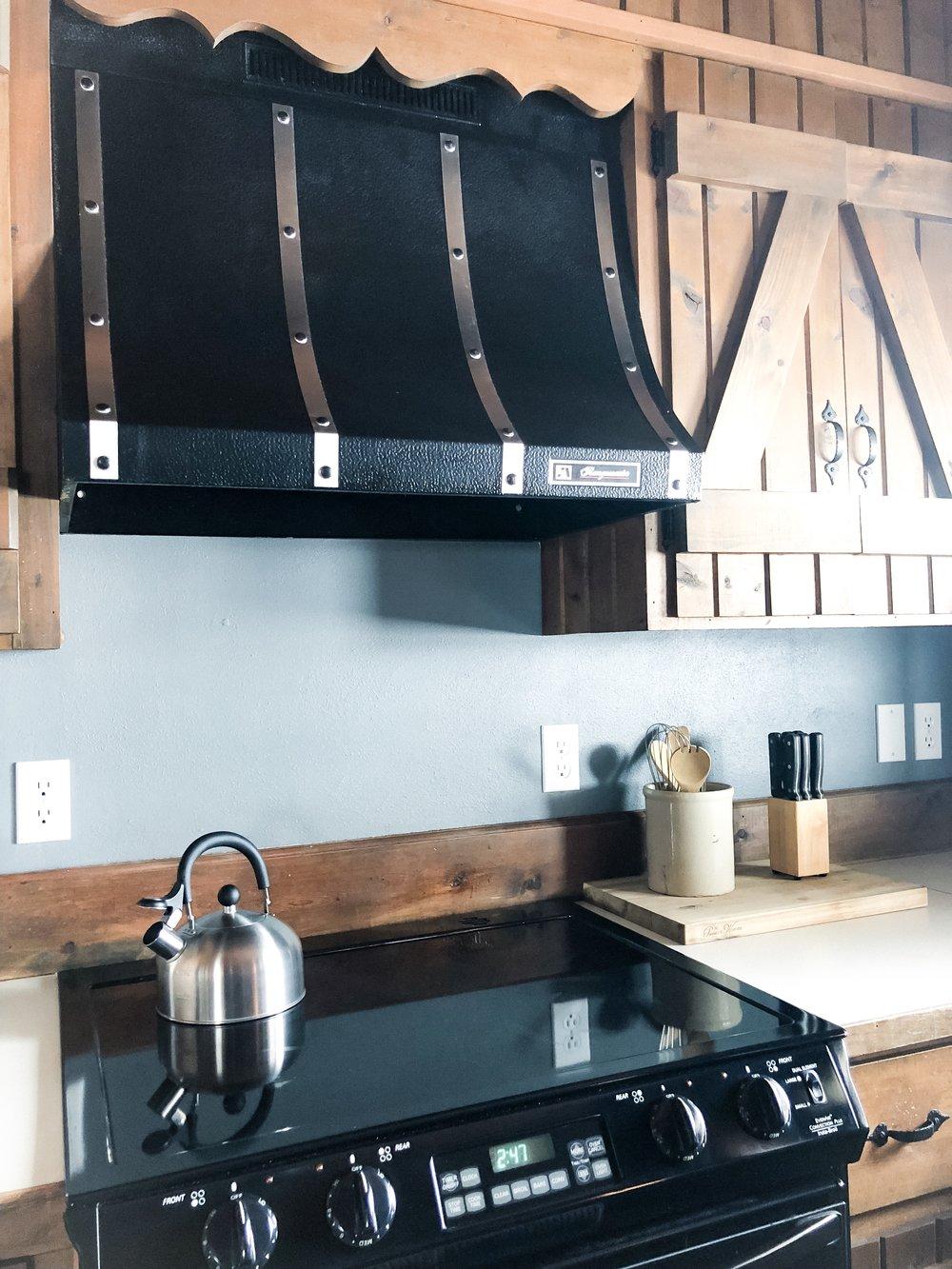 Knotty Pine Guest House-Cabin Getaway in Northeastern Iowa