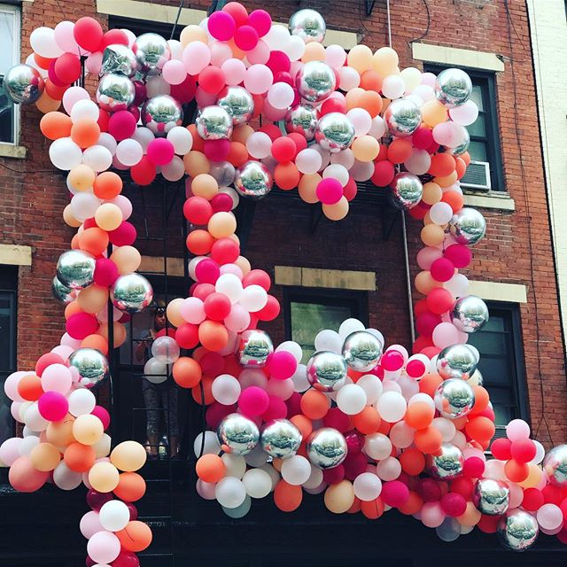 In-progress balloon installation. Liking the colors on this one. 🎈 #balloons #onthewaytolunch #soho #nyc #spring