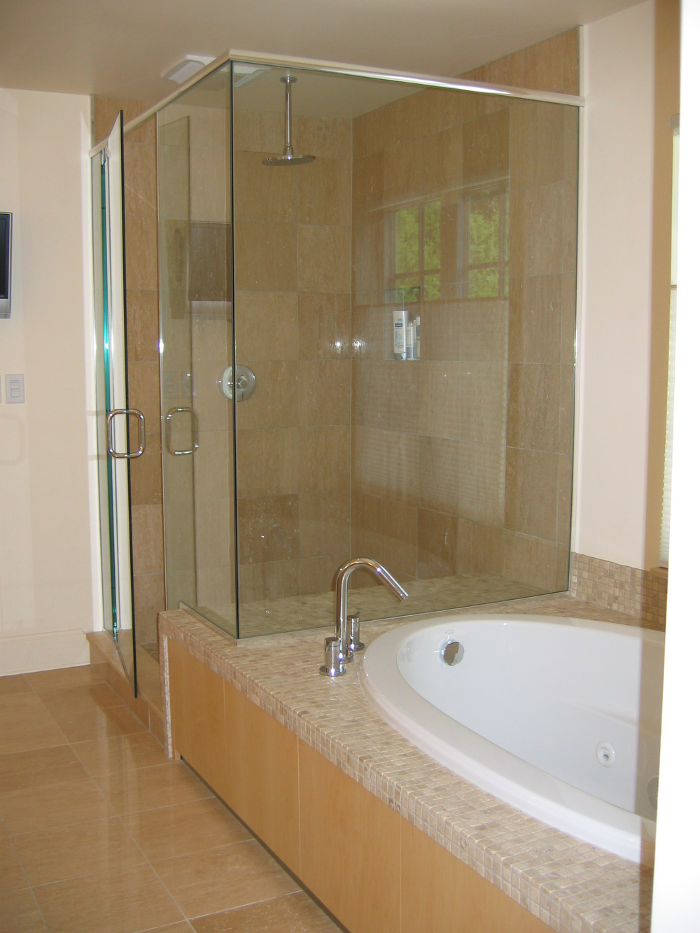 Hall master bathroom.jpg