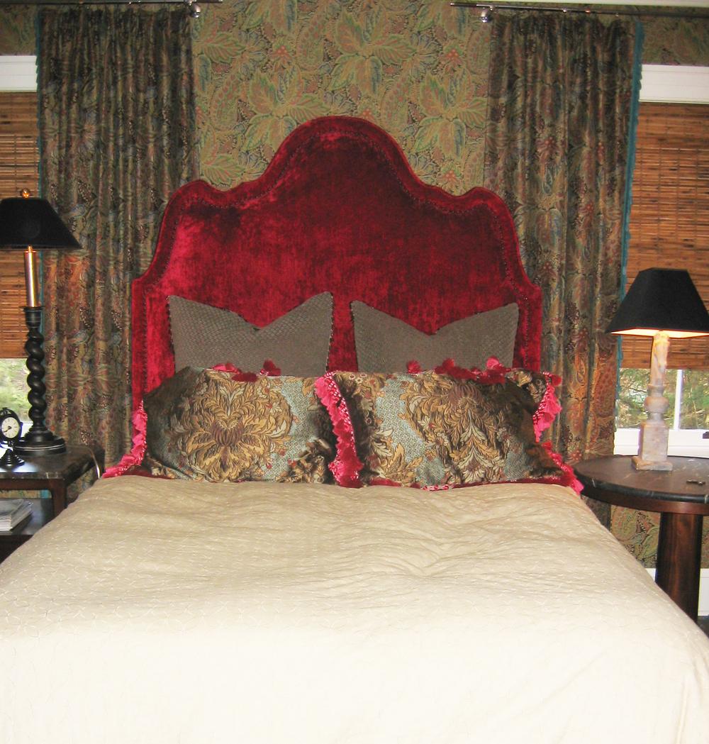 Lloyd Guest Room.jpg