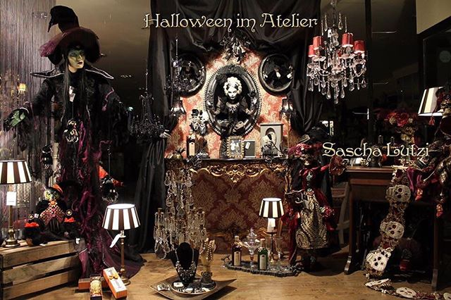 Enjoy this display from @ateliersaschalutzi  and don't forget to share and tag your photos #kchalloween16
