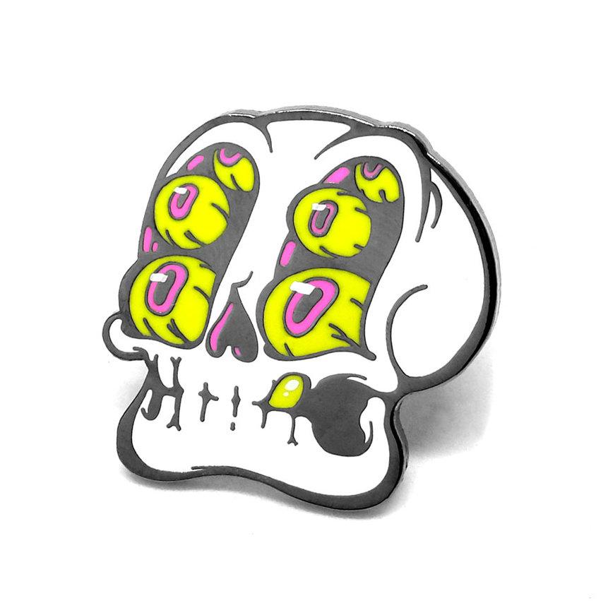 """LLS150 : Skull Eyes Hard enamel pin 1.2"""" x 1.2"""" $4"""