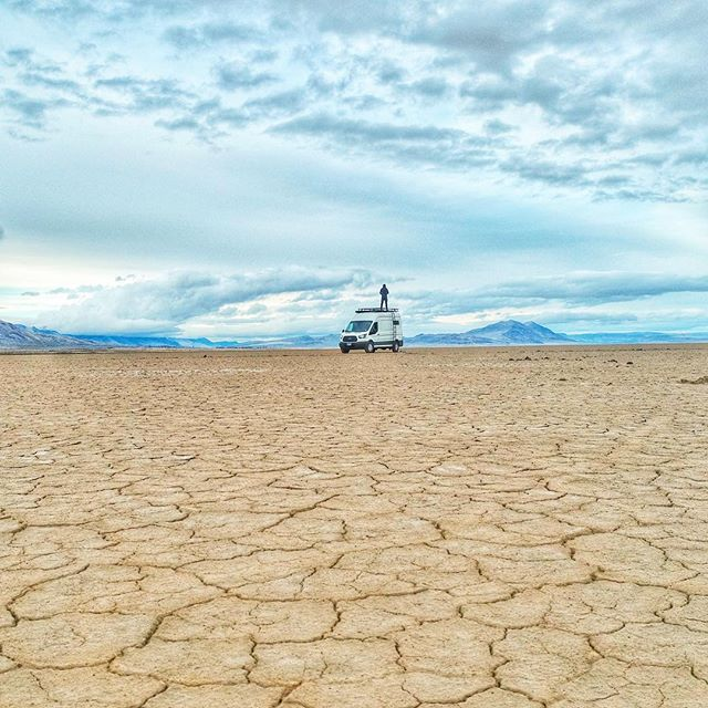 🌏 Earth meets sky ✨ One of the best parts of adventuring is places of silence ❤️❤️❤️✌🏼l ••••••••••••••••••••••••••••••••••••••••••••••••••••⠀ #alvordhotsprings #alvorddesert #steensmountains #desert #playa #hotsprings #sevenwondersoforegon #projectvanlife #vanlifers #vanlife #coupleswhotravel #convertedvan #fordtransit #homeiswhereyouparkit #skateboarding #pnw #oregonexplored #pacificnorthwest #pnwlife #bestoforegon #pnwonderland #instatravel #igtravel #twoofafeather