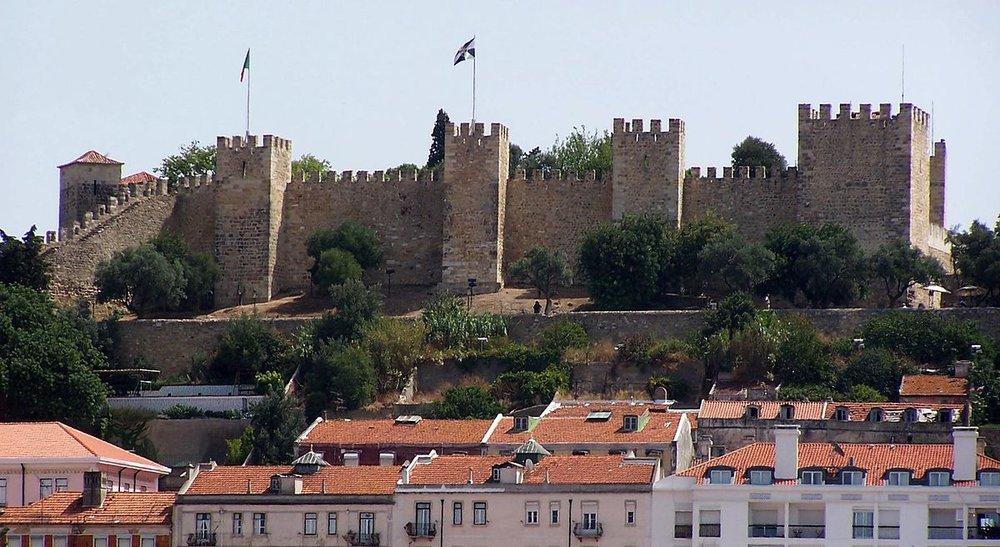 1200px-LisbonCastle.jpg
