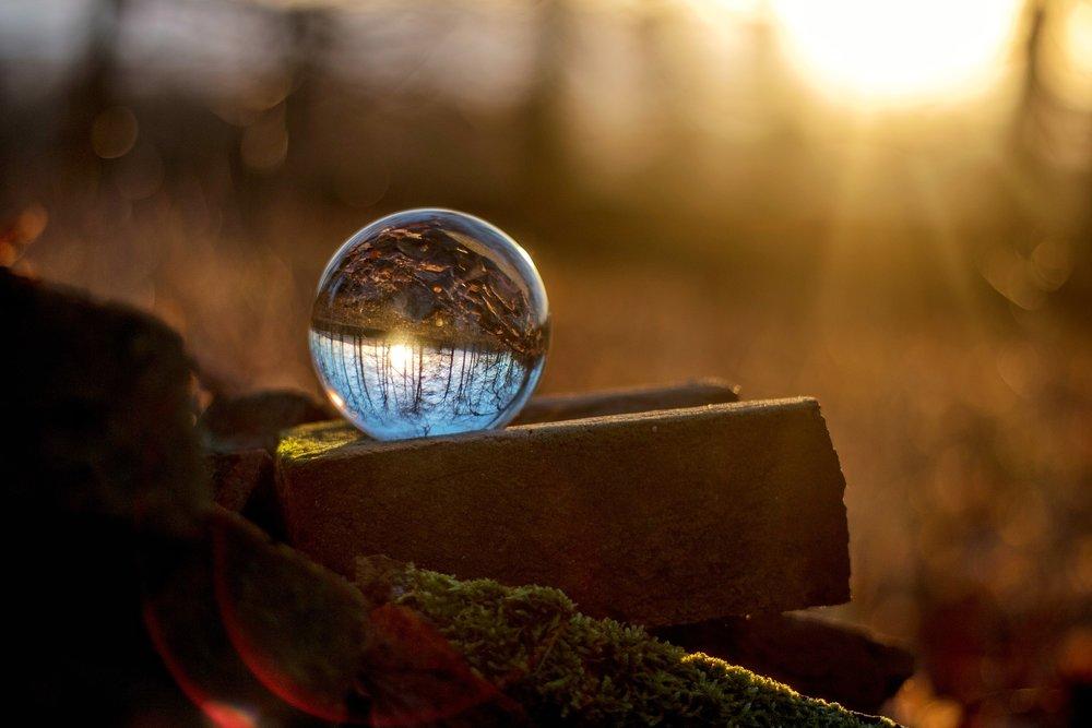glass-ball-2401973_1920.jpg