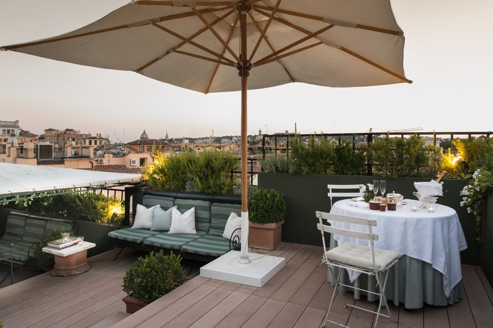 Garden Suite - Champagne on the terrace