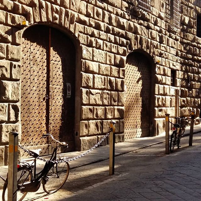 Recess and relief | As Via dei Bardi gently curves, the light changes to shadow, and then back again. I love the moment when the light just begins to fall on a building, especially one so richly textured as this. ▪ #viadeibardi #firenze #morningwalk #recessandrelief #lightandshadow #texture #morninglight #stone #building #renaissance #architecture #beautyinthedetails #doorway #bicycle #neutralpalette #builttolast #florence #italy