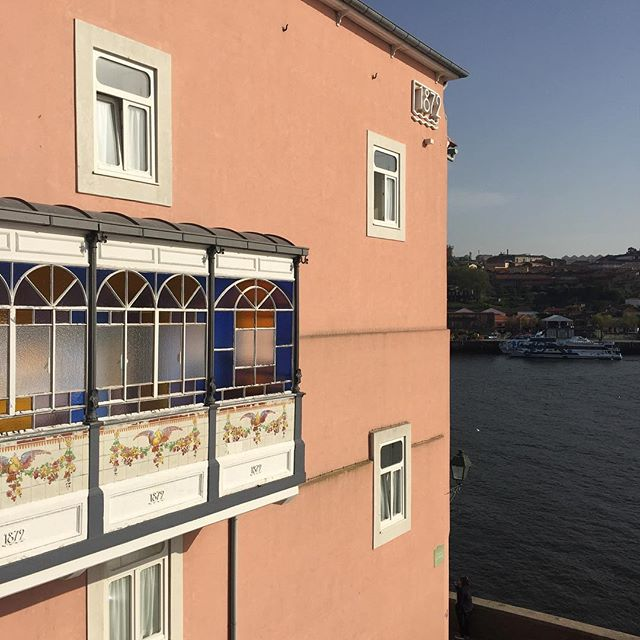 Beautiful colours by the river #inspiration #details #porto #vossknudsen