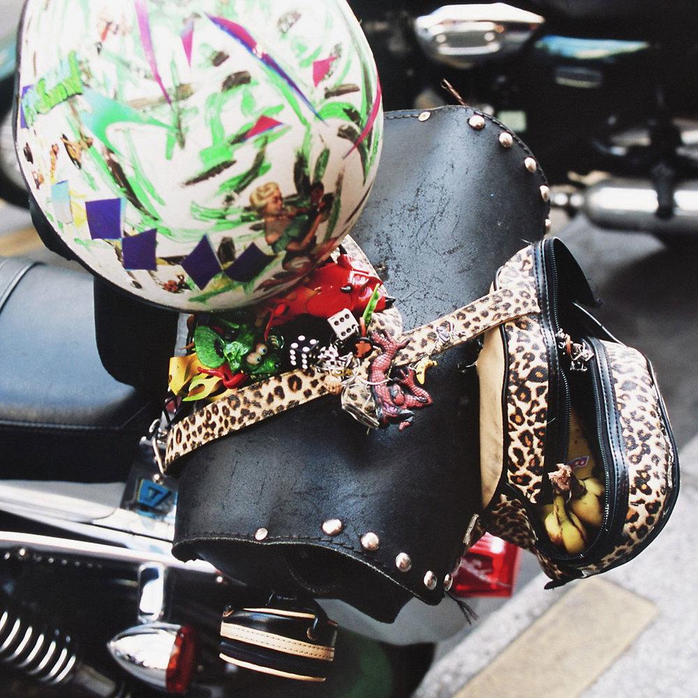 Bananes et biker…  ©Wilfrid Edierre