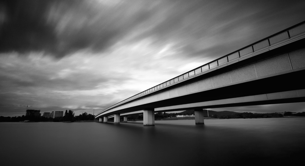 Commonwealth Avenue Bridge, Canberra. Photo:  Sam Ilić .
