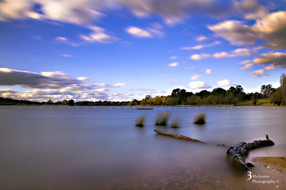 Lake Burley Griffin, Canberra. Photo: Tri Mulyanto.