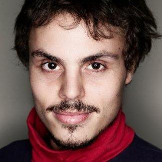 """Rodrigo Levy  trabalha como Diretor de Fotografia desde 2008, em filmes como """"Escape from my Eyes"""", selecionado para a Berlinale 2015, """"Belo Monte: anúncio de uma guerra"""", """"Leva"""" (New York Film Festival, Havana Film Festival), entre outros. Rodrigo estudou cinema na FAAP e está atualmente fazendo mestrado em Novas Mídias na UDK (Berlim)."""