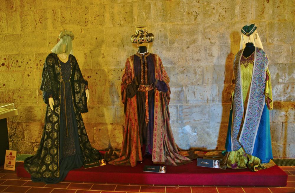 Algunos de los trajes utilizados durante el rodaje de la serie Isabel  /   FLICKR