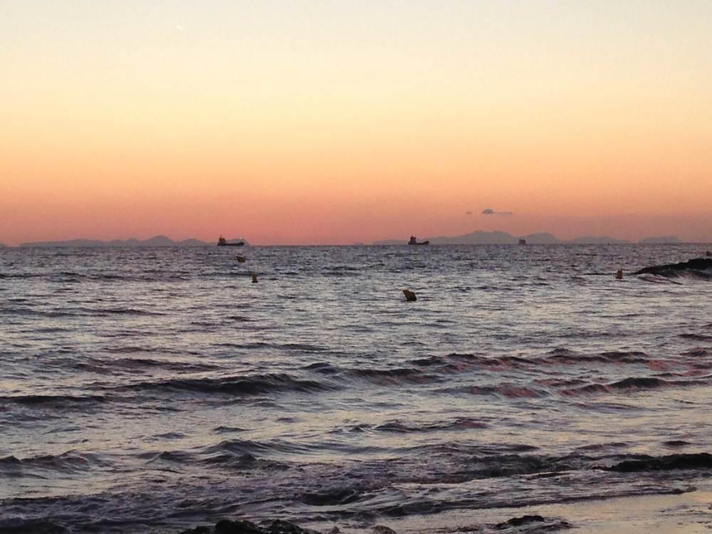 Preciosa puesta de sol en una playa de Menorca. / JANE SETFORD