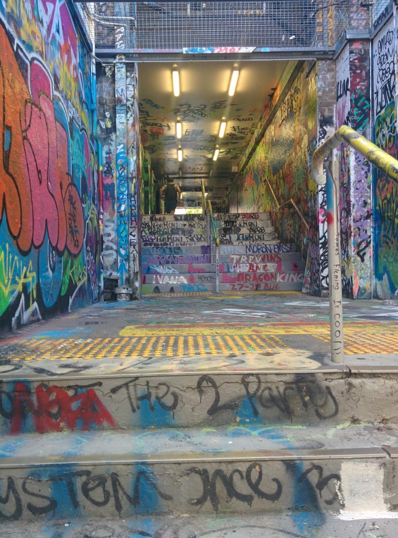 Paso subterráneo que une dos zonas de la Universidad de Sidney, Australia. / CARLOS DE PABLOS