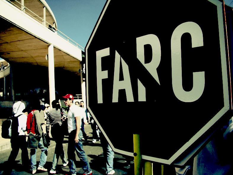 Un cartel que muestra el rechazo de una parte de la sociedad colombiana hacia las autodenominadas FARC.  LEO PRIETO / FLICKR.