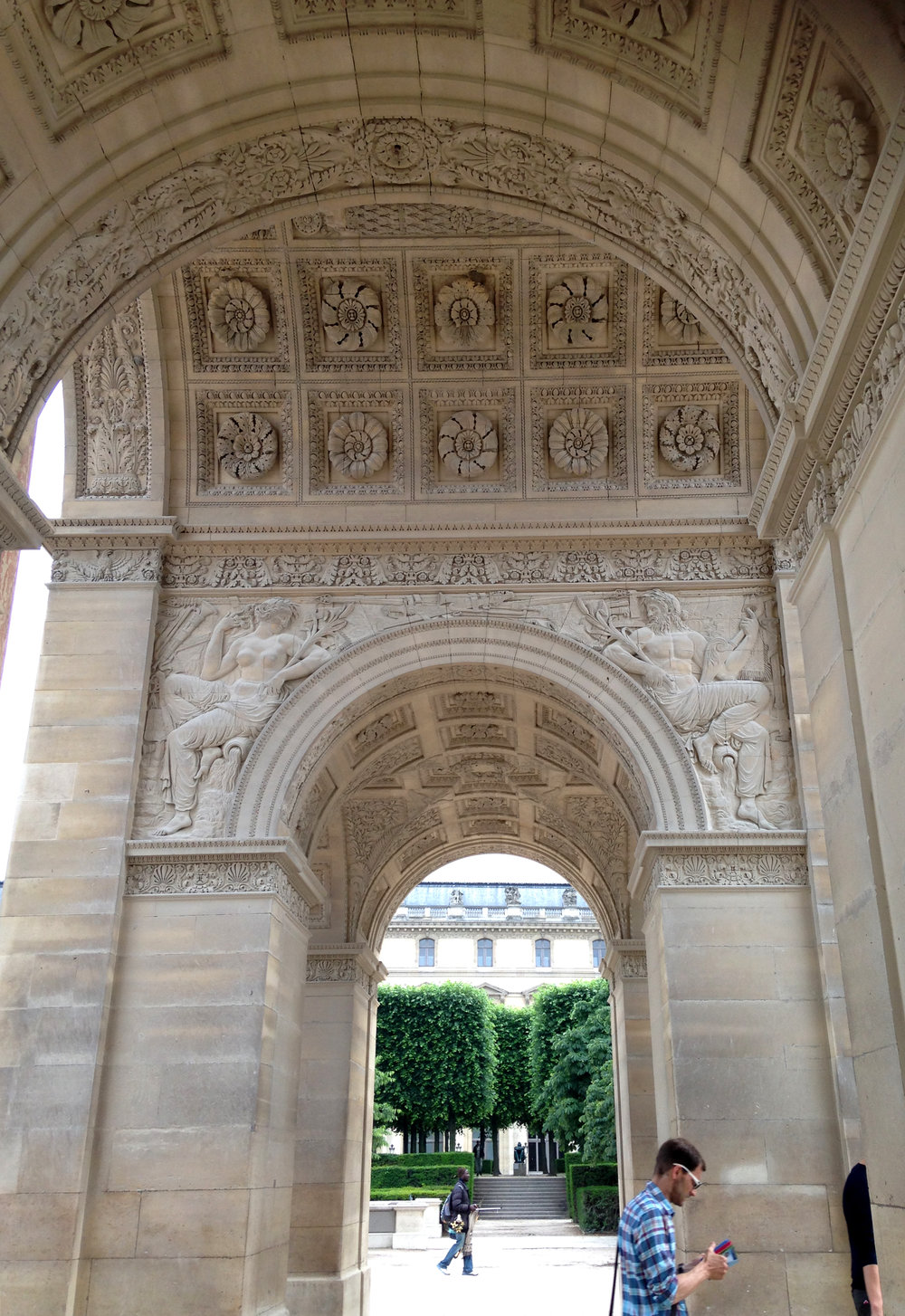 The two images above shows a smaller Arc de Triomphe-like structure that is located at the eastern entrance into the Jardin des Tuileries. It was built by Napoleon de Bonaparte, and is stunning to look at.