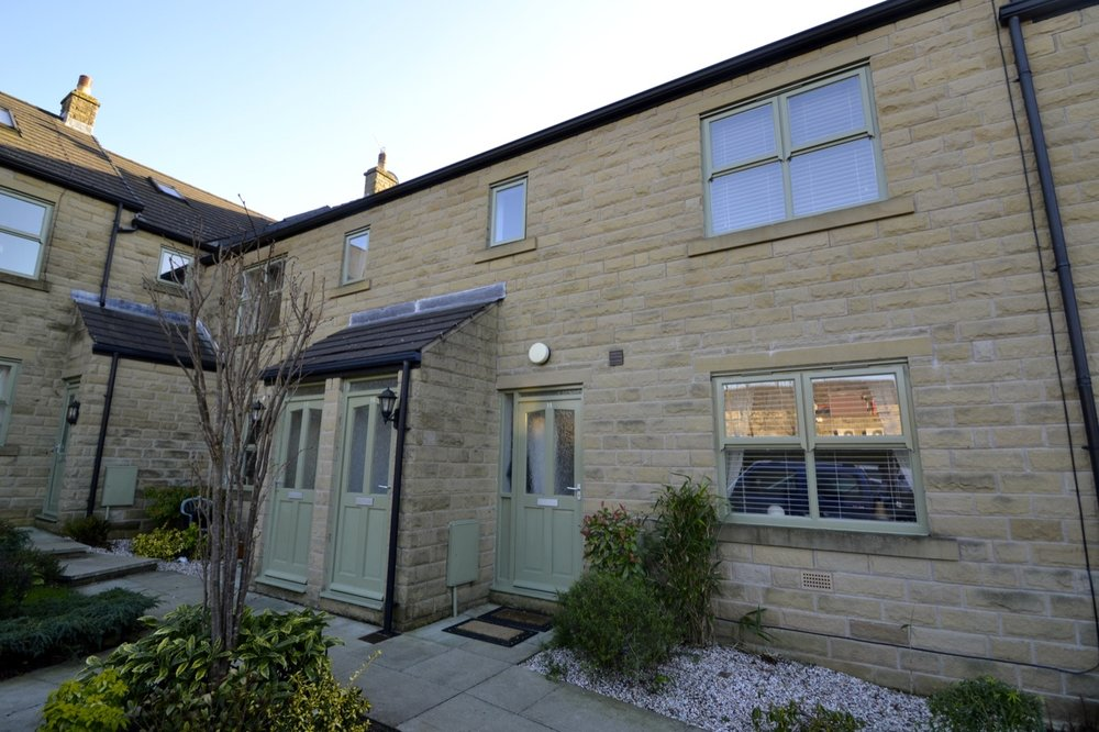 Hayden Court | £575 2 Bed - A beautifully well presented unfurnished duplex property located on a popular picturesque development close to Glossop Town Centre