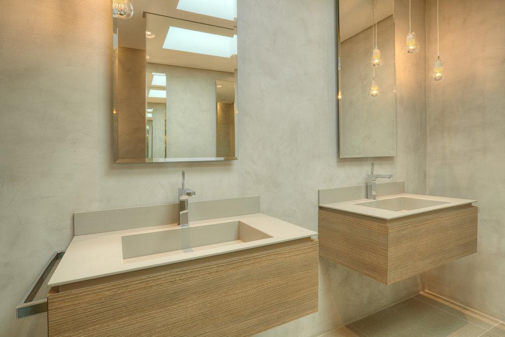 bathroom_8.jpg