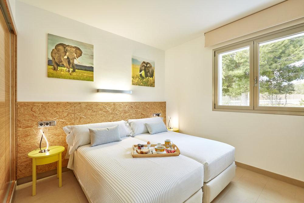 Guest_Bedroom_2.jpg