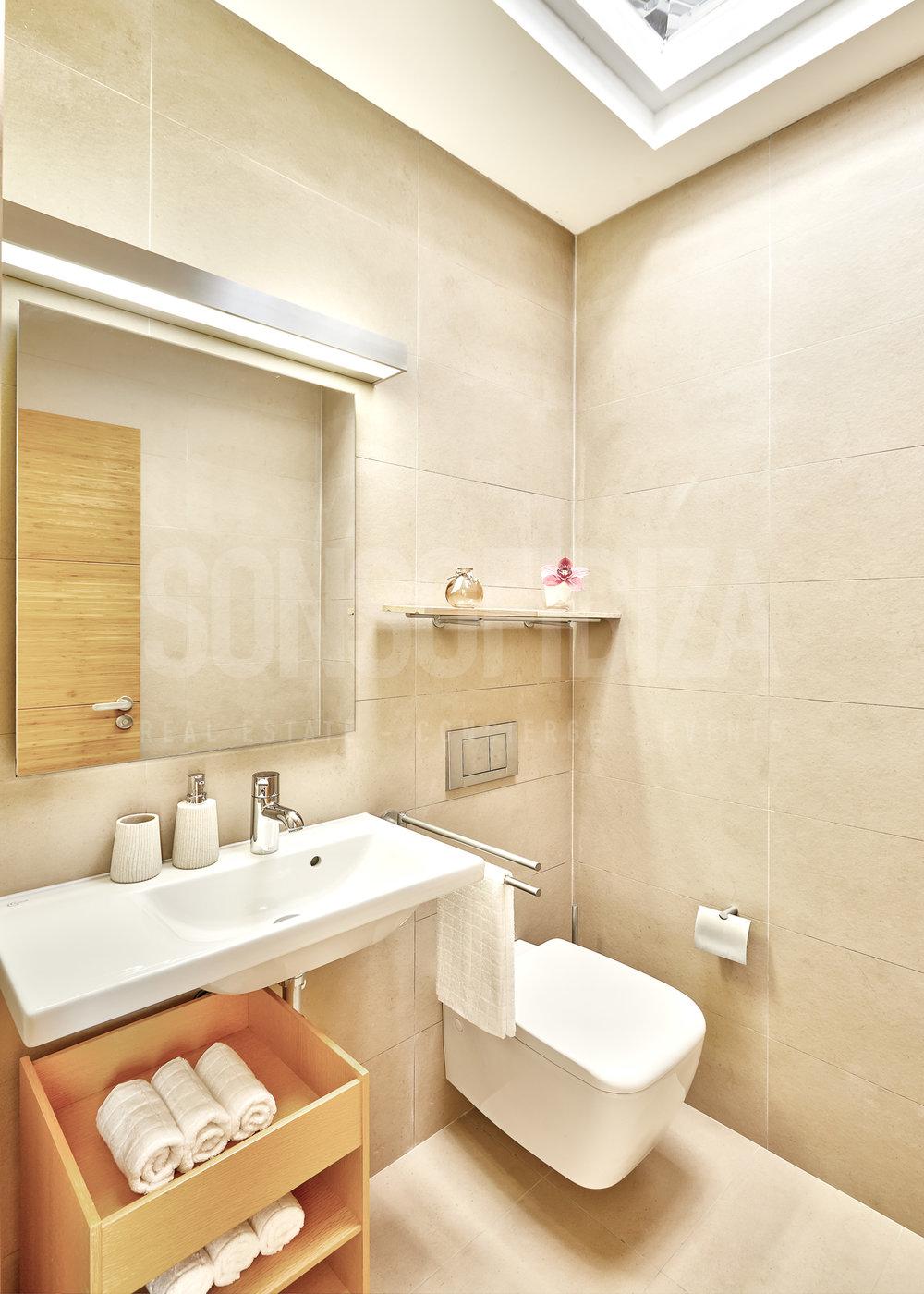 Guest_Service_Bathroom.jpg