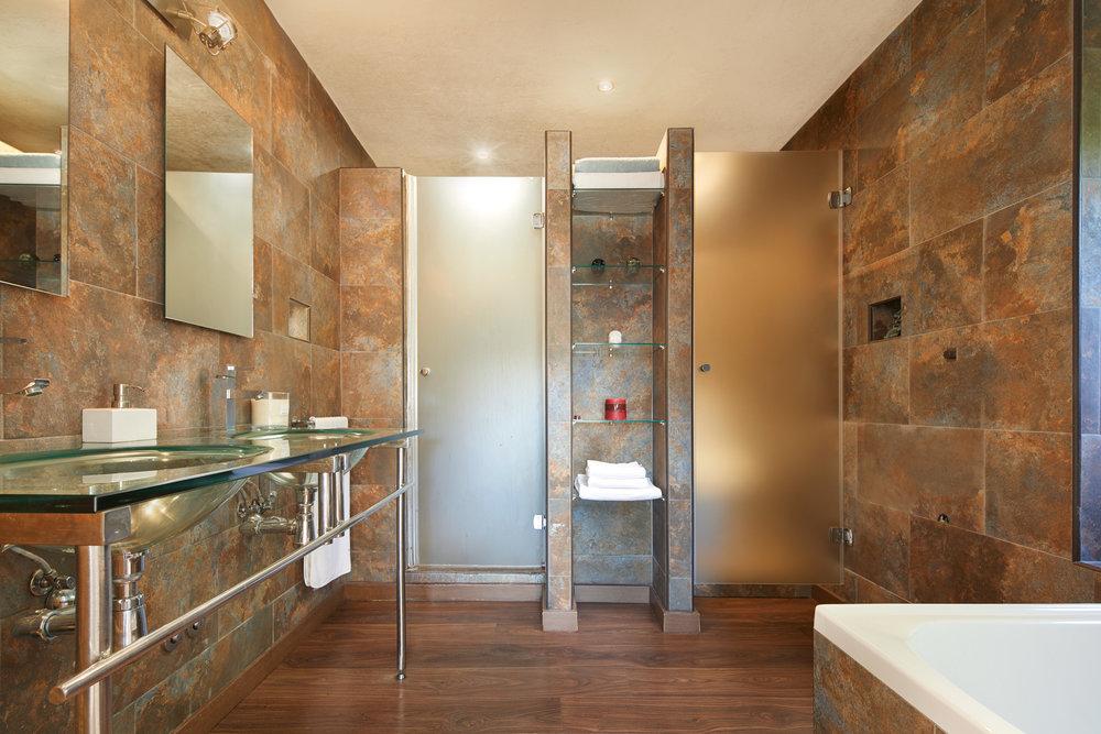 Bedroom_1.Bathroom_1.1.jpg