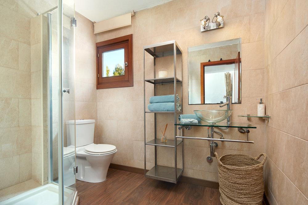 Bedroom_2.Bathroom_1.1.jpg