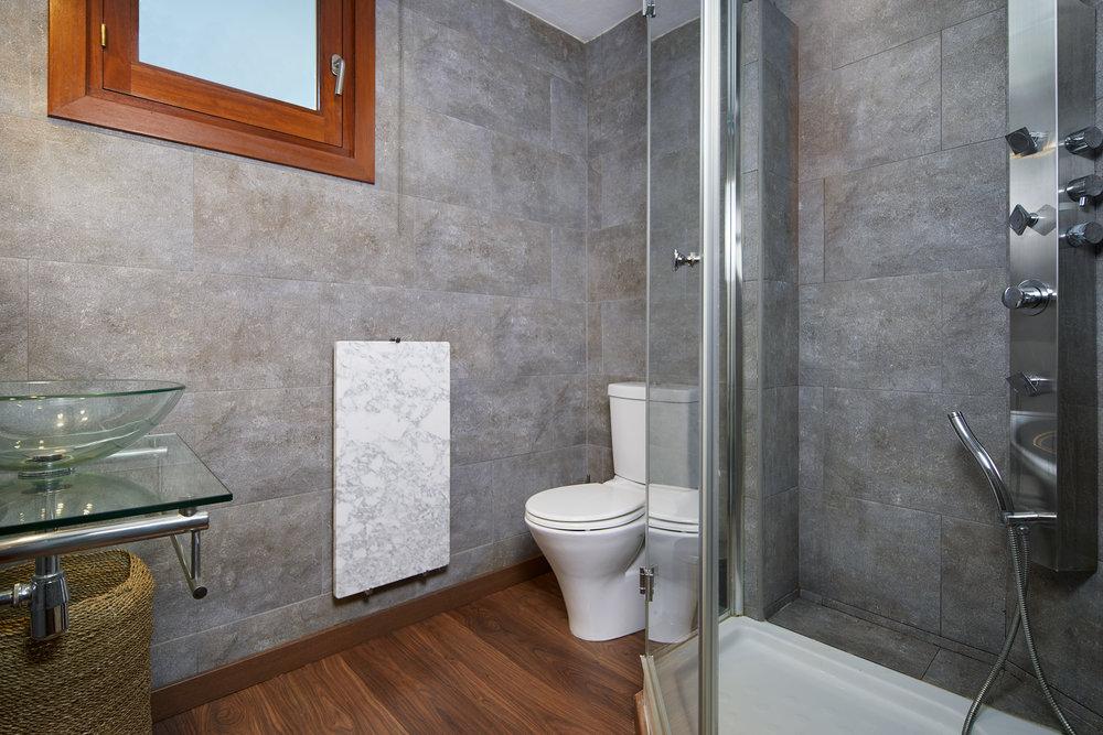 Bedroom_3.Bathroom_1.1.jpg