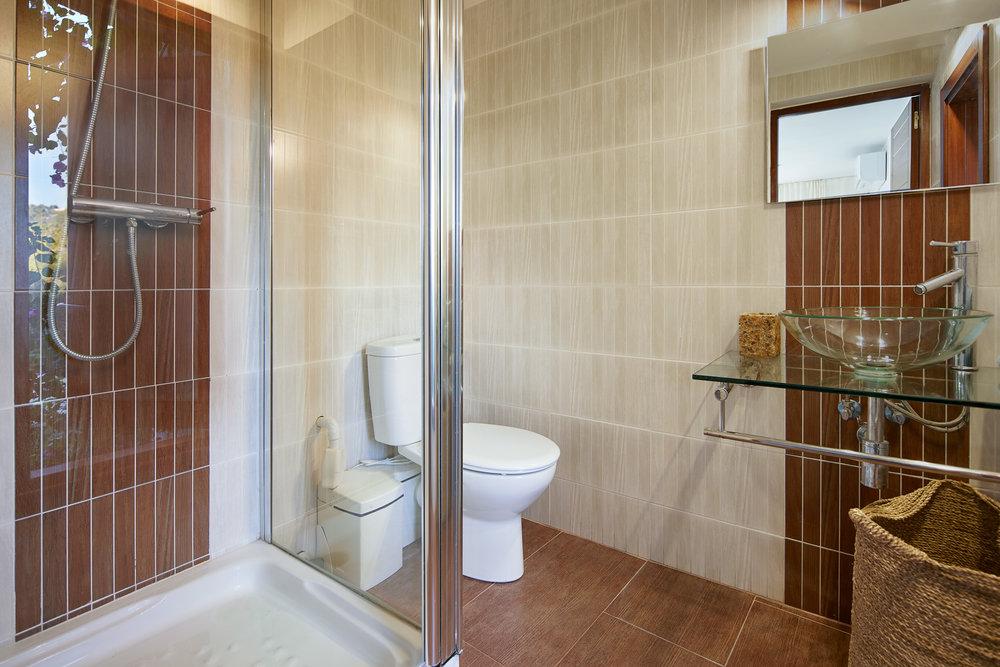 Bedroom_4.Bathroom_1.1.jpg