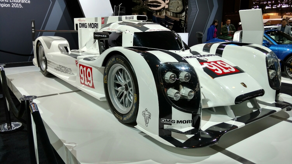 919 hybrid Porsche=well, you gotta look at that a few minutes.   This car also featured a very boring presenter rambling about it in the morning as we walked by. I'd not recommend the boring presenter if he is still there later in the show